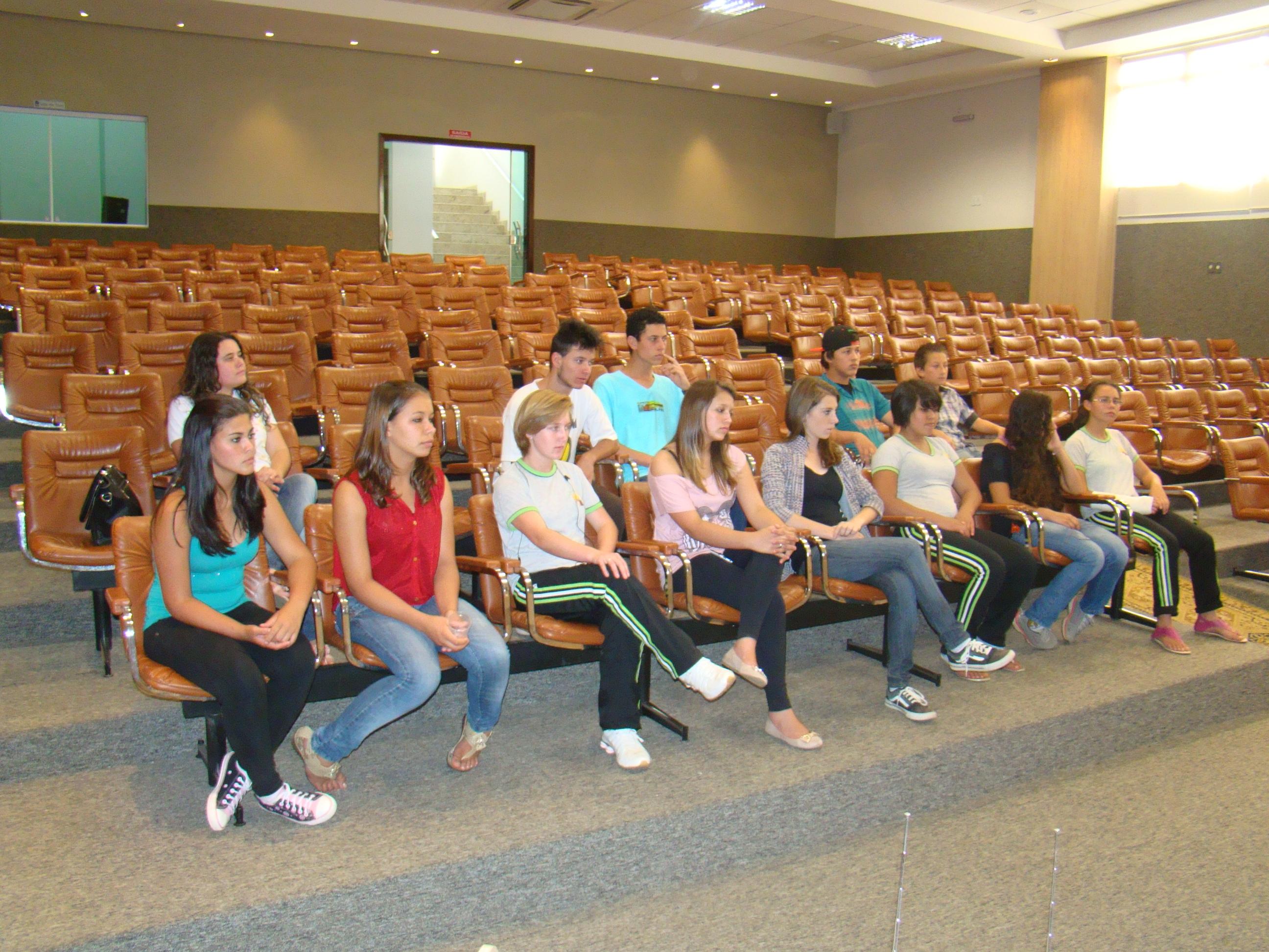 Turma de jovens do programa desenvolvido no CRAS