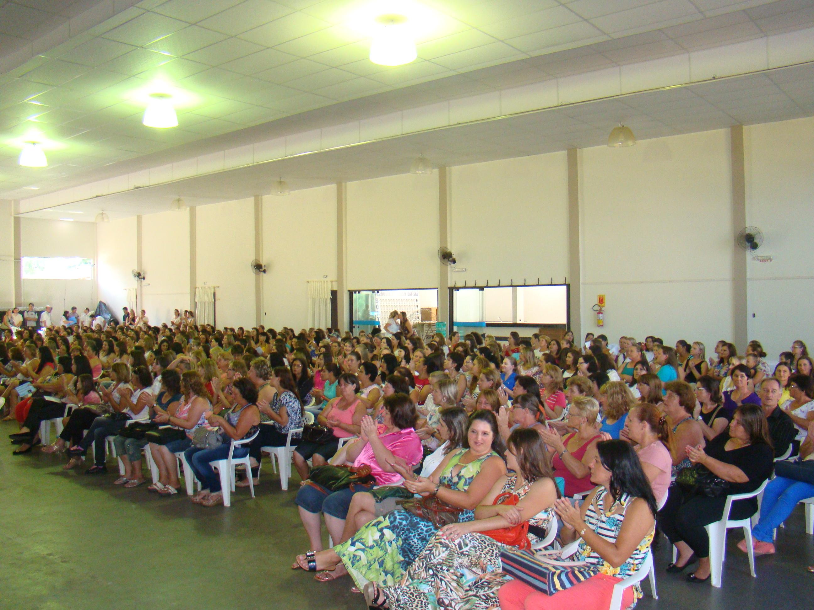 Mais de quinhentos professores e funcion�rios participaram da programa��o.