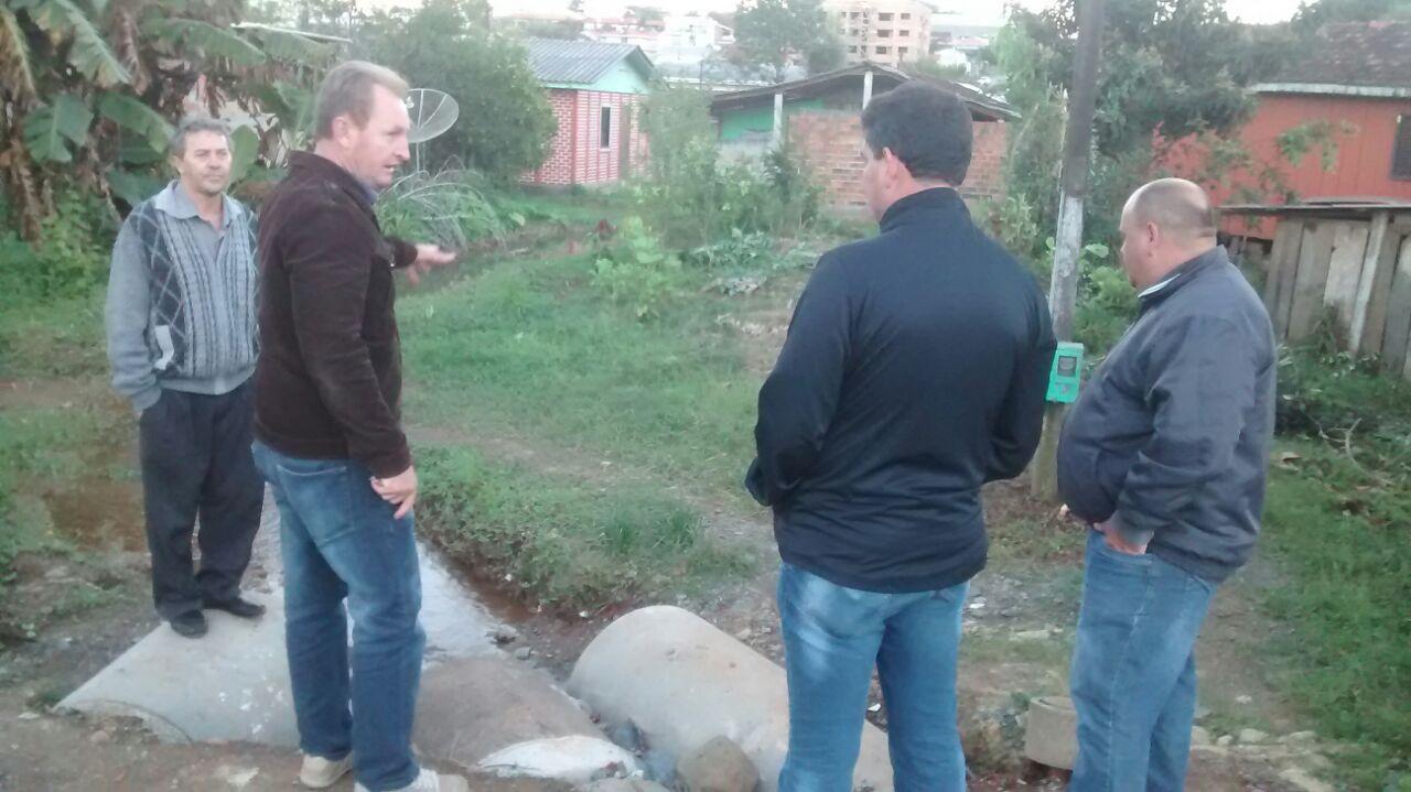 Vereadores acompanham pontos de maior preocupa��o dos moradores