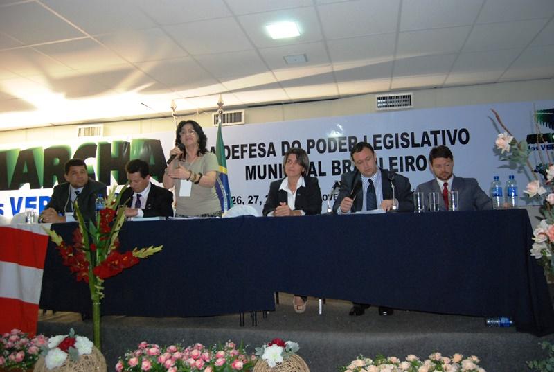 Vereador Makuch junto a legisladores do Rio Grande do Sul e Mato Grosso, elaborando a reda��o final da Carta de Bras�lia