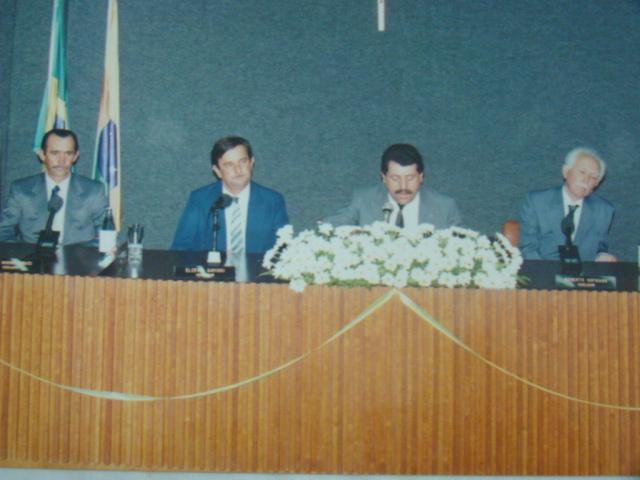 Vereador Marino Bobato, Prefeito Markiano, Presidente Edgard e farmac�utico Jo�o Ol�mpio Pacheco, recebendo t�tulo de cidadania na c�mara