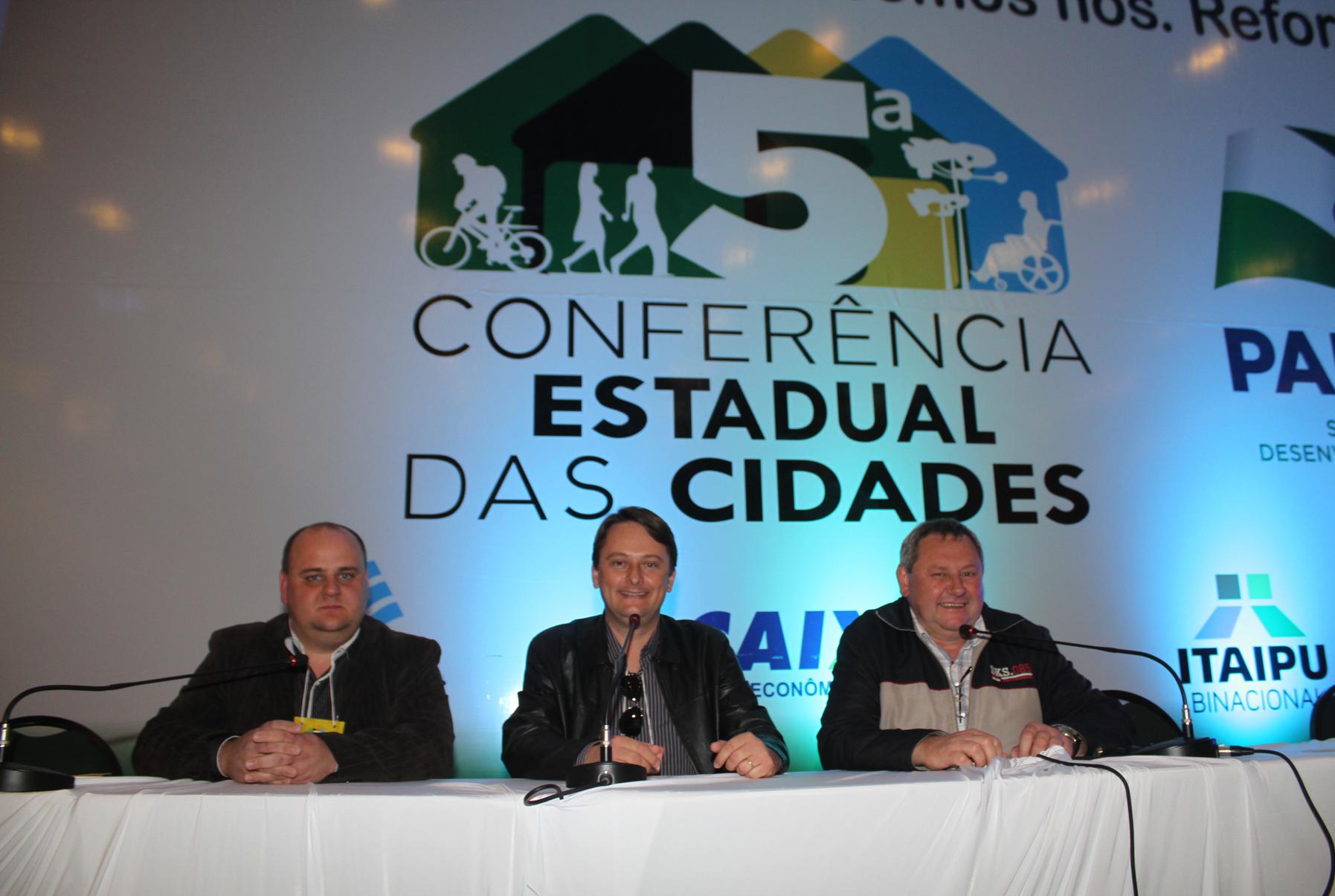 Marcos Lachovicz, Luciano Antonio e Jos� Petez, representaram o Poder Legislativo na Confer�ncia Estadual, em Foz do Igua�u