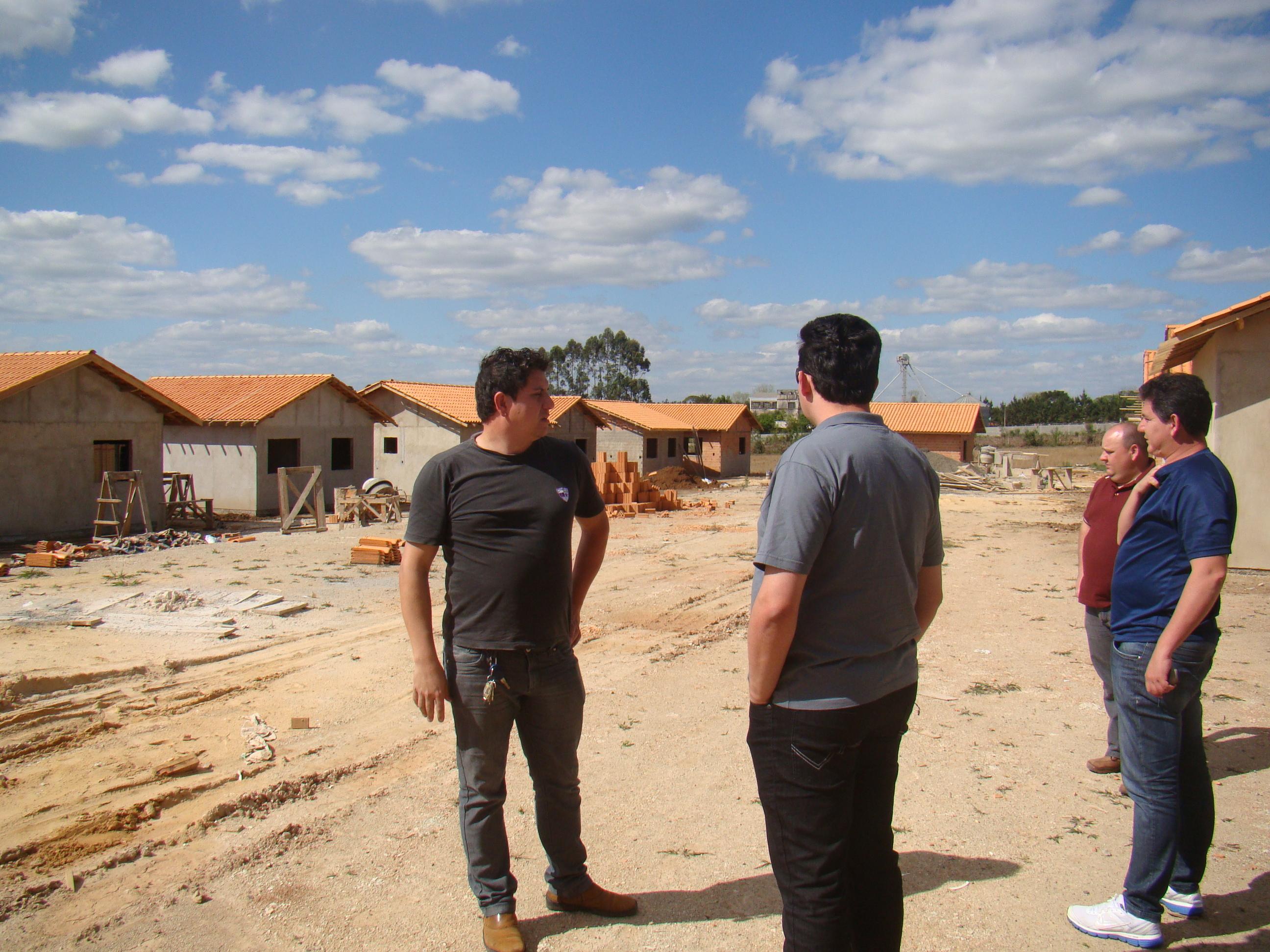 Outro n�cleo de casas em constru��o tamb�m foi visitado
