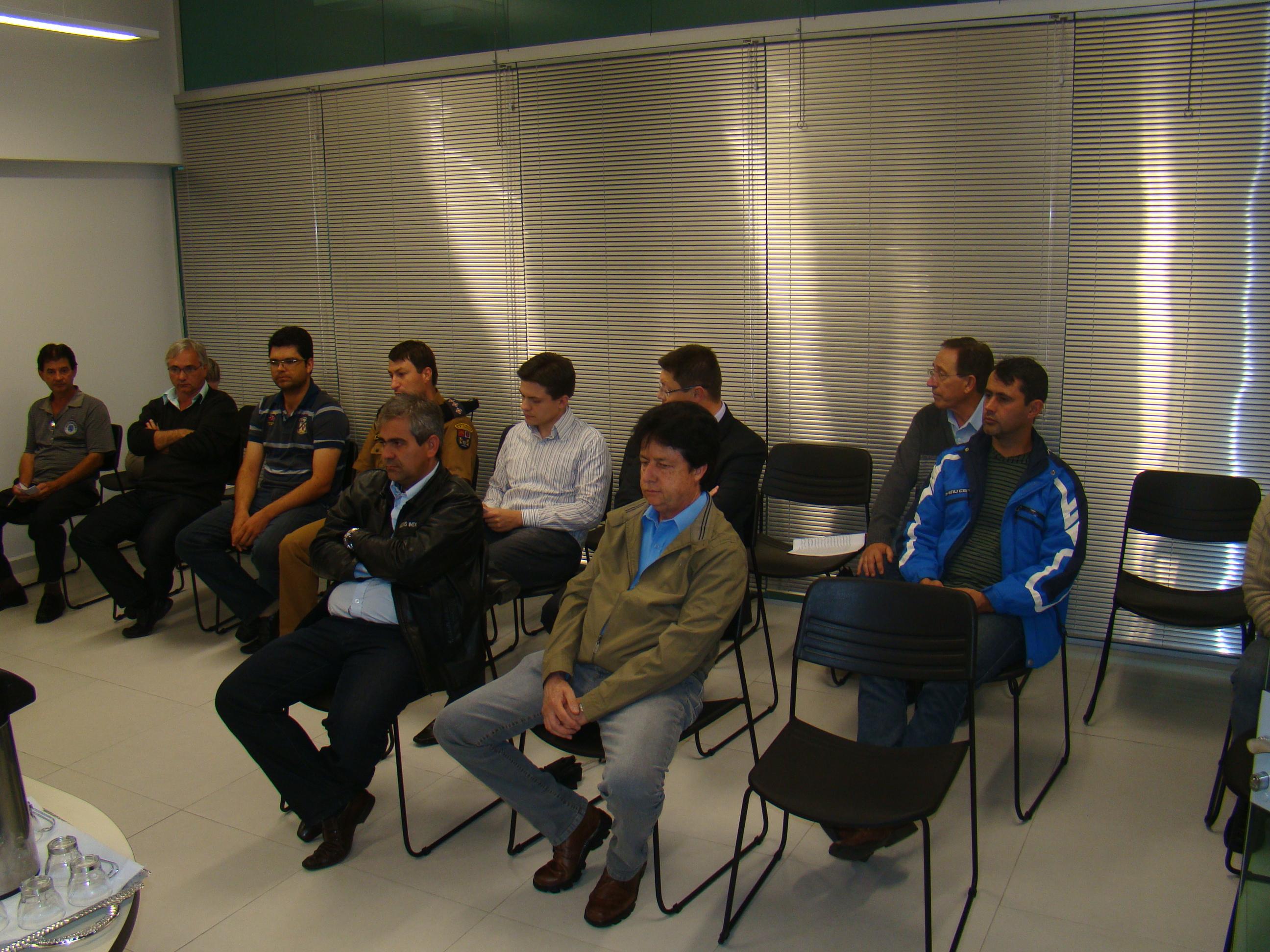 Representantes de diversas entidades participaram da Mesa Redonda do Tr�nsito