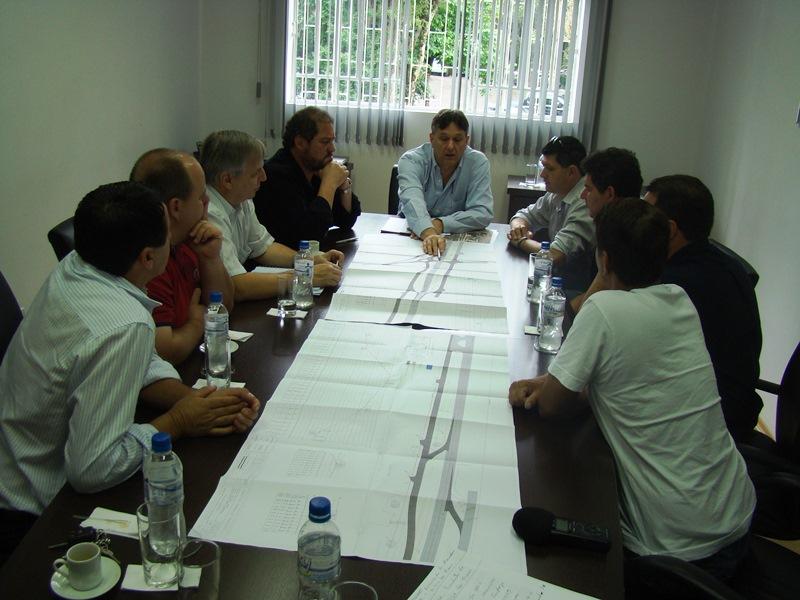 Reuni�o entre Prefeito, Vereadores e dire��o da Caminhos do Paran� em Irati, para apresenta��o do projeto