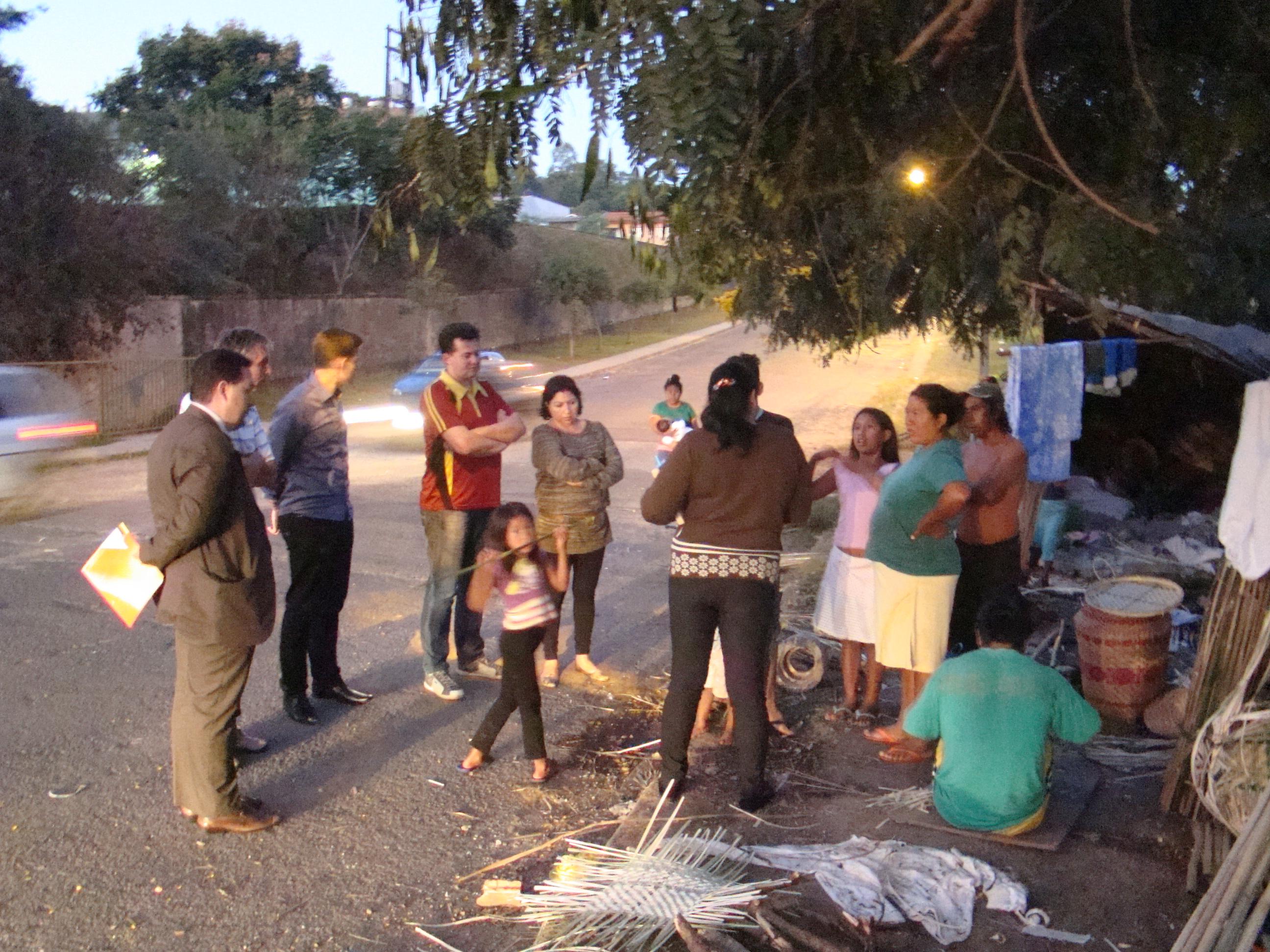 Durante a visita ao acampamento ind�gena, foram coletadas informa��es sobre diversos aspectos da presen�a dos mesmos na cidade.
