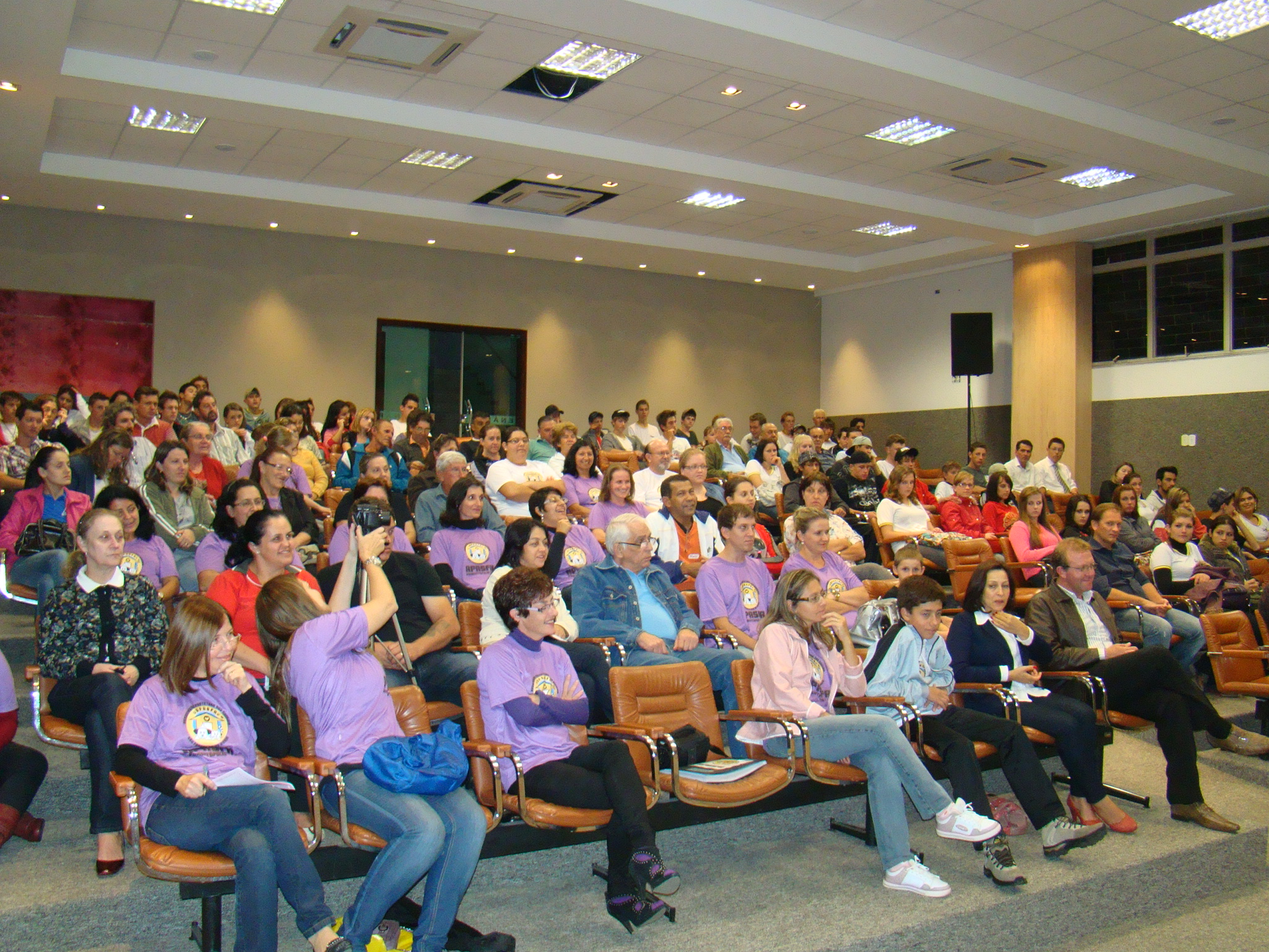 Simpatizantes da APASFA desde os primeiros movimentos de sua funda��o, estiveram presentes no Legislativo, acompanhando a tramita��o das mat�rias.