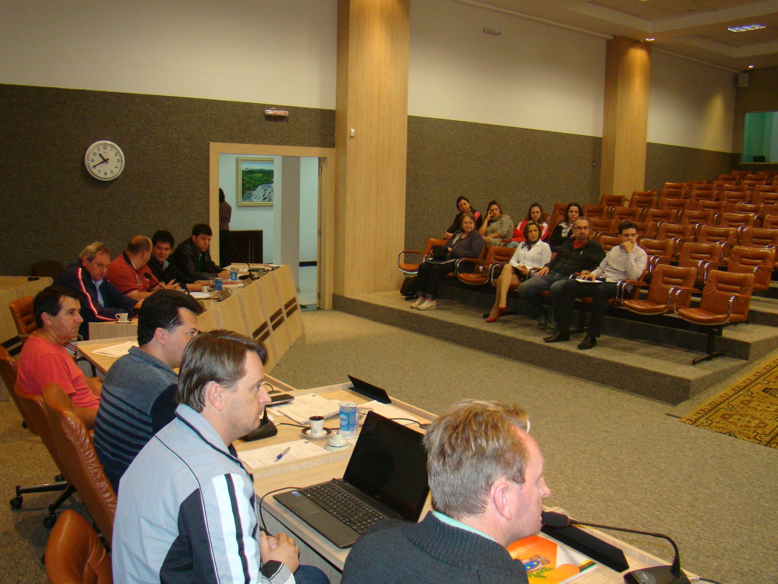 Vereadores levantaram diversas quest�es sobre os projetos, junto aos secret�rios presentes.