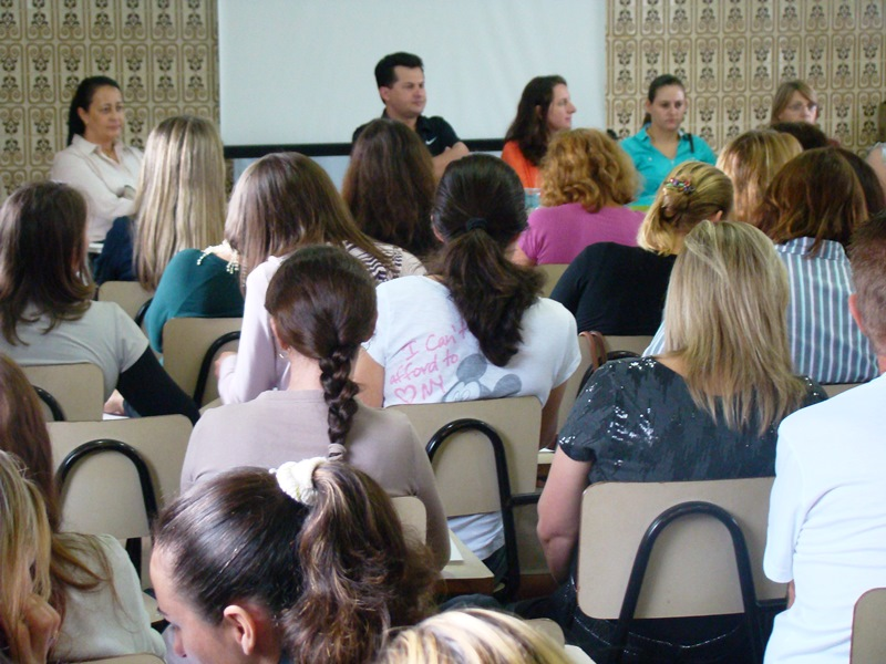Curso visa dar forma��o aos professores da rede.