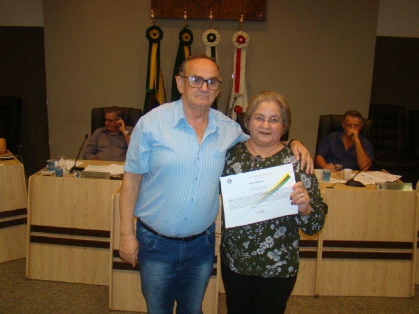 SERVIDORES E PROFESSORES MUNICIPAIS SÃO HOMENAGEADOS NA CÂMARA