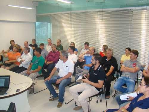 Moradores, comerciantes, representantes de diversos segmentos estiveram participando da reuni�o sobre alagamentos