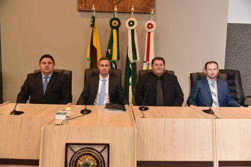 Eder, primeiro-secret�rio; Lucas Sanches, presidente; Felipe Daciuk,  vice-presidente; Claudinei Bel�, segundo secret�rio, componentes da nosa mesa