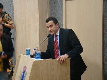 Dr Luciano Reis, defensor do acusado durante a defesa na sess�o de julgamento
