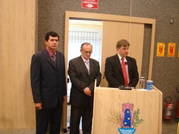 Leandro Giareta, Osm�rio Batista e Maur�cio Bosak, suplentes convocados durante a presta��o do juramento