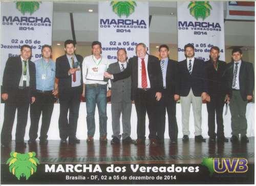 Presidente J�lio Makuch e Vereadores prudentopolitanos recebem o trof�u e certificado de C�mara destaque, da UVB.