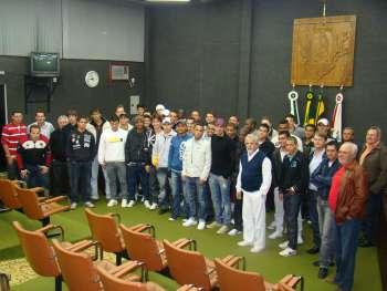 Ao final da apresenta��o Vereadores, Comiss�o T�cnica e Atletas tiraram uma foto de lembran�a.