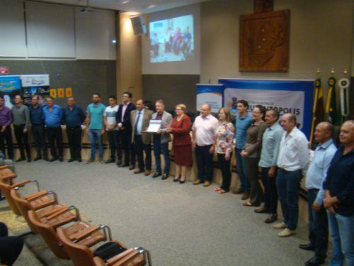 Prefeito, Vice, Vereadores e diretores da Faculdade durante ato oficial