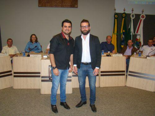 M�sicos Osni Siqueira e Felipe Salanti participaram da apresenta��o oficial do projeto