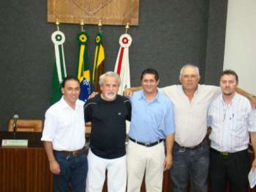 Recepcionado pelo Presidente Canderoi e vereadores durante sua assun��o ao cargo em 2011