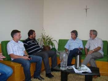 Vice Adelmo, Prefeito Gilvan, Secret�rio Bianchini e Presidente Canderoi, no Gabinete do Prefeito.