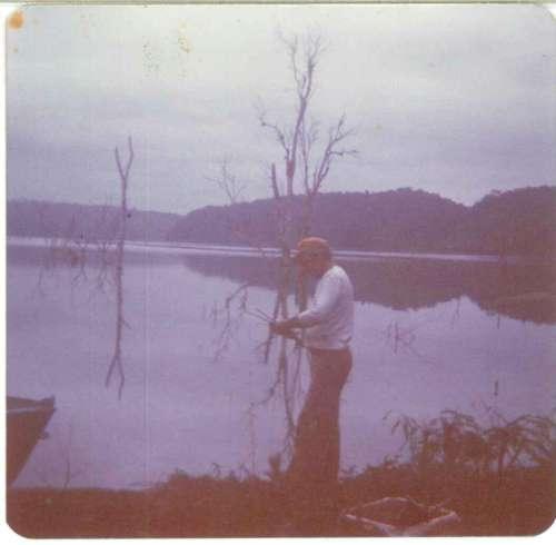 Ao anoitecer, praticando uma boa pescaria