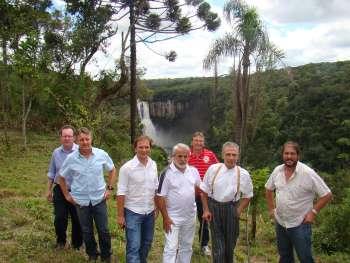 Autoridades em visita ao futuro local do mirante do Salto S�o Jo�o
