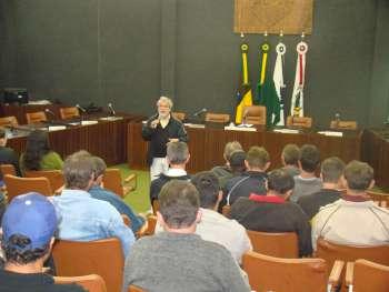 Comunidade participou da discuss�o sobre a lei disciplinando o consumo de bebidas em vias p�blicas.