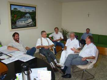 Deputados Vanhoni e Felipe reunidos no gabinete com o prefeito Gilvan e o presidente Canderoi