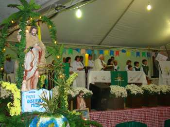 Padre Louren�o conduziu a cerim�nia religiosa, voltando � cidade onde trabalhou h� muitos anos.