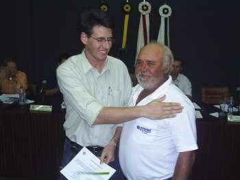 Jairo Corrent, recebe a homenagem