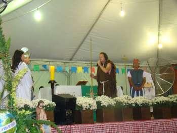 Ato teatral, com passagens de S�o Jo�o Batista em suas prega��es, atraiu aplausos.