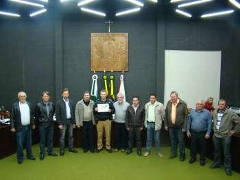 Vereadores homenageiam o Capit�o Juv�ncio e equipe da Pol�cia Militar.