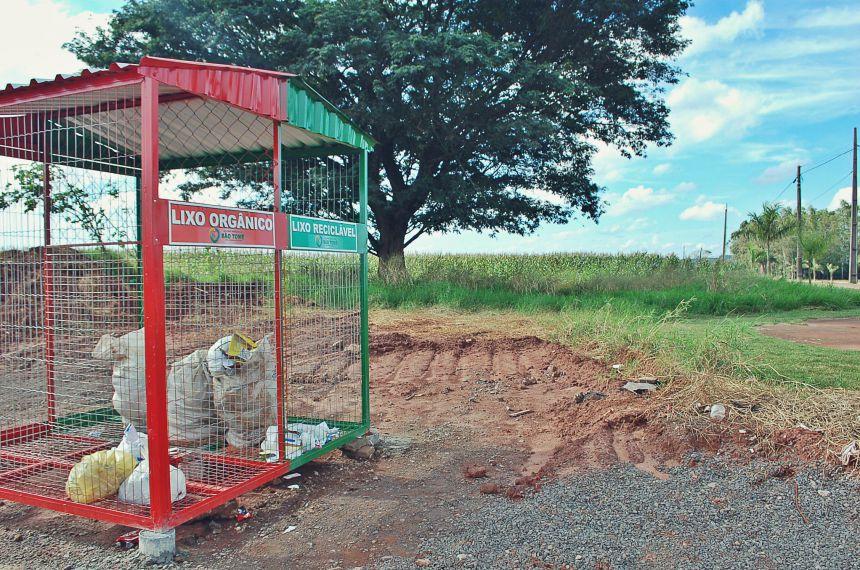 Prefeitura  instala lixeiras em estradas rurais para coleta seletiva
