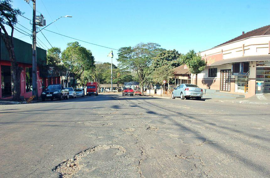 Prefeitura anuncia recebimento de recursos para uso em recape e revitalização de bosque