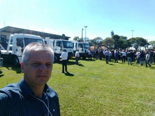 Prefeito participa da entrega de equipamentos em Londrina