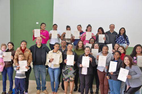 Administração de São Tomé entrega certificados do curso de costura