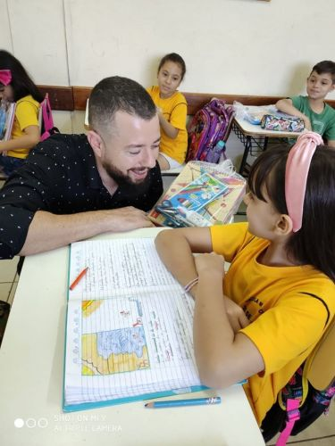 Administração municipal  realiza a entrega de kits escolares
