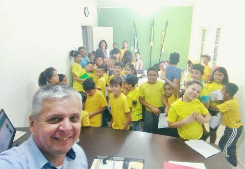 Alunos da escola municipal 25 de Julho  visitam gabinete do prefeito