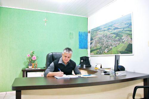 Prefeitura de São Tomé antecipa parcela do 13º salário aos servidores