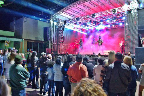 Prefeitura  realiza show de aniversário e anuncia data do rodeio