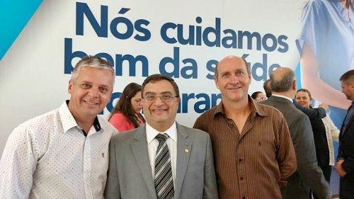 Prefeito e vice-prefeito participam de reunião com secretário da saúde