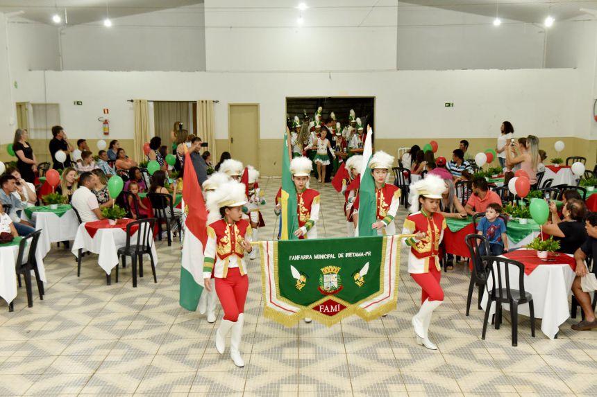 Formatura da Primeira Turma da Fanfarra Municipal de Iretama - FAMI.