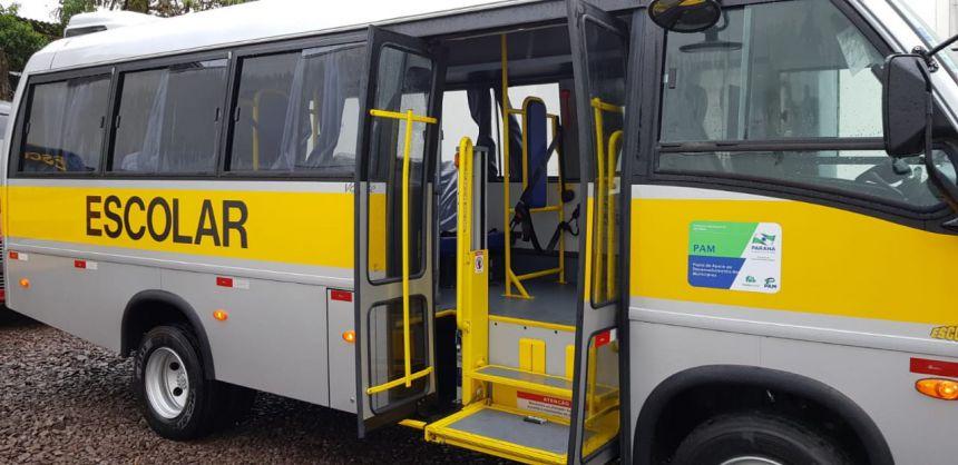 Secretaria Municipal de Assistência Social recebe ônibus adaptado