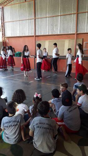 Apresentação Cultural sobre o Folclore.