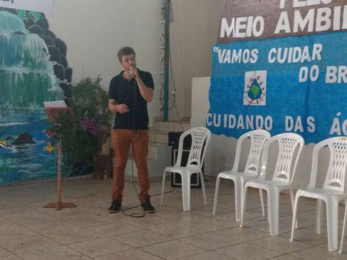 """Secretaria de Meio Ambiente promove palestra com o tema """"água"""" na escola Estadual do Campo de Marilu."""