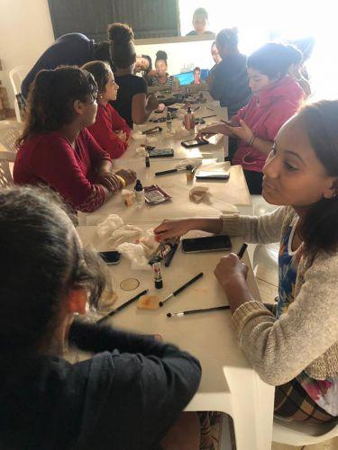 Oficinas de Manicure - Pedicure e Maquiagem