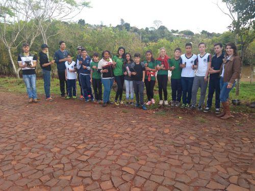 Secretaria Municipal de Meio Ambiente desenvolve com alunos das escolas, projeto de recuperação da mata ciliar do Lago Municipal