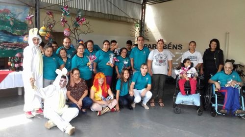 ENTREGA DE CHOCOLATE PARA AS CRIANÇAS  DA REDE MUNICIPAL DE ENSINO