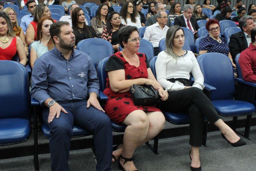 Professora de Vilhena recebe Prêmio Sebrae de Educação Empreendedora na capital