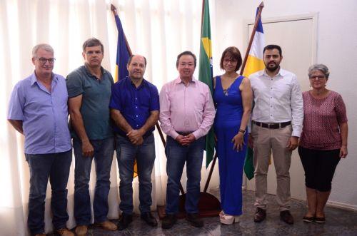 PREFEITO anuncia novos secretários, que já começam a trabalhar